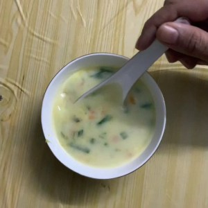Healthy and tasty creamy sweet corn soup without cream and corn flour