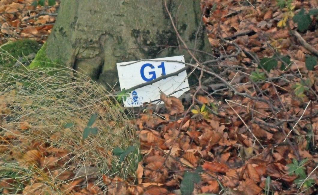 Gaudernbach - Wegmarkierung am Boden :-)