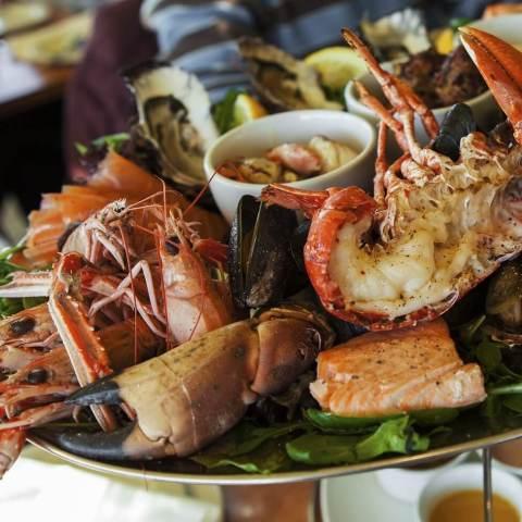 Meeresfrüchte auf einer Platte