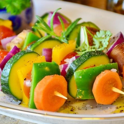 Gemüse - Spieße mit Karotten, Paprika, Zucchini
