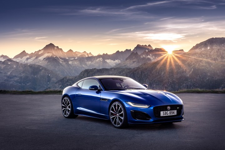 Jag_F-TYPE_R_21MY_Velocity_Blue_Reveal_Switzerland_02.12.19_01
