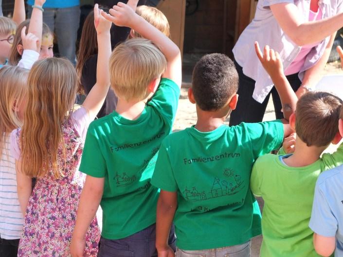 Kinder von hinten in Kinderbetreuung