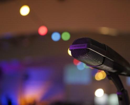 Mikrophon in Veranstaltungssaal
