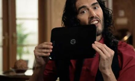 HP TouchPad Tablet Gets Russell Brand Multitasking