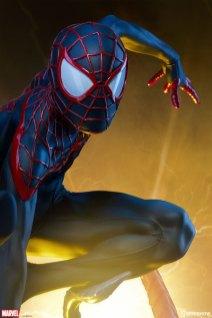 marvel-spider-man-miles-morales-premium-format-figure-sideshow-300554-04