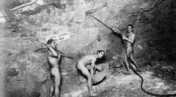 carusi-naked-miners-006