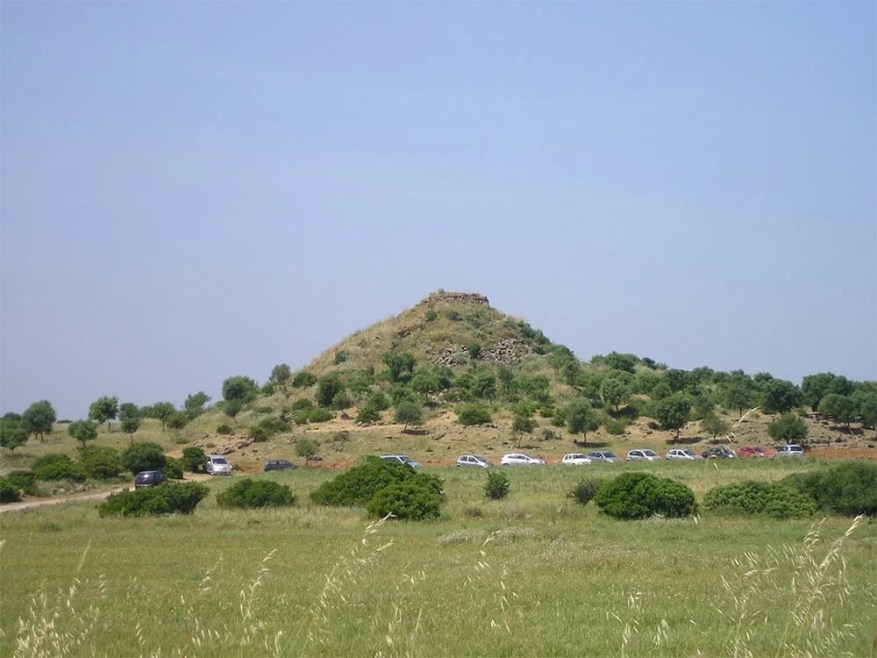 The-Ancient-Megalithic-Nuraghes-in-Sardinia-9