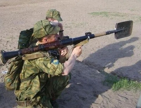 When Russian soldiers run out of ammo, it's not over yet...