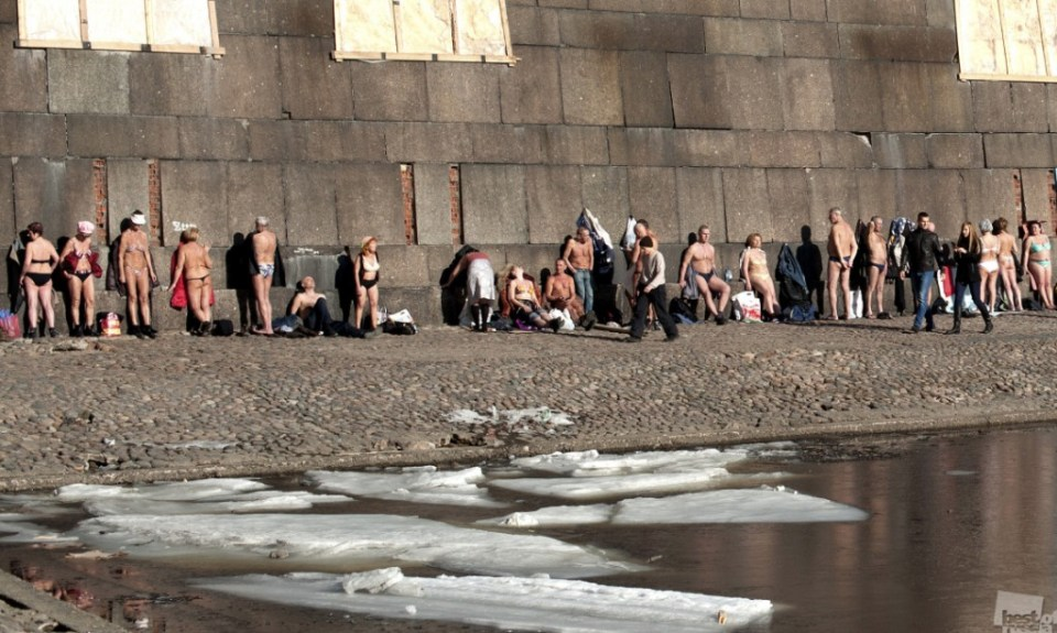 Sunbathing in the city of Saint Petersburg. Spring of 2015. Photo by Pascal Dumont