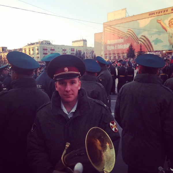 User Ganzev works in a military band