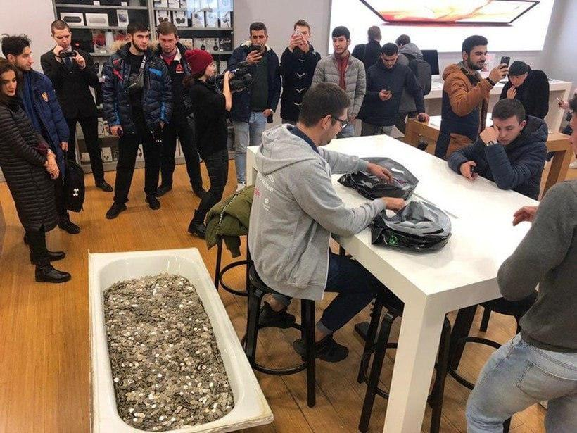 Buying iPhone XS in Moscow