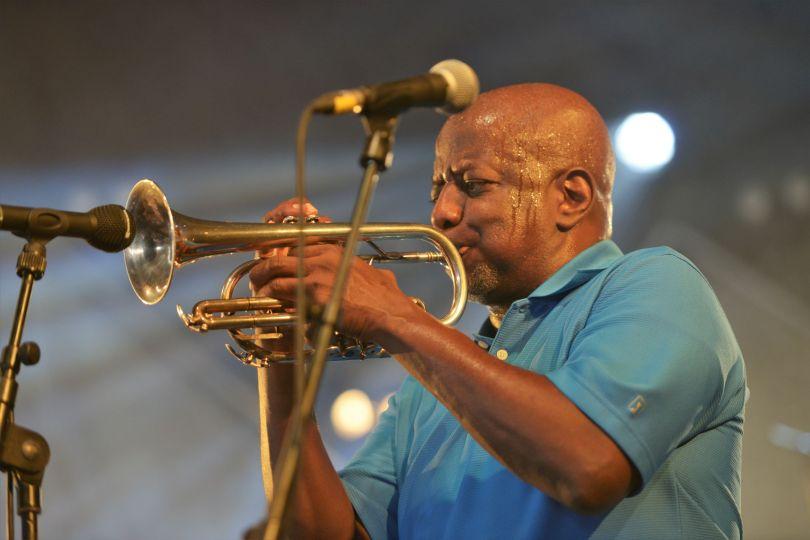 Gregory Davis - Dirty Dozen Brass Band - Festival du Bout du Monde - photo ehyobro