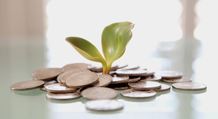 Geld ist ein Mittel, um alles zu haben bis auf einen aufrichtigen Freund, eine uneigennützige Geliebte und eine gute Gesundheit. - Zitat von George Bernard Shaw