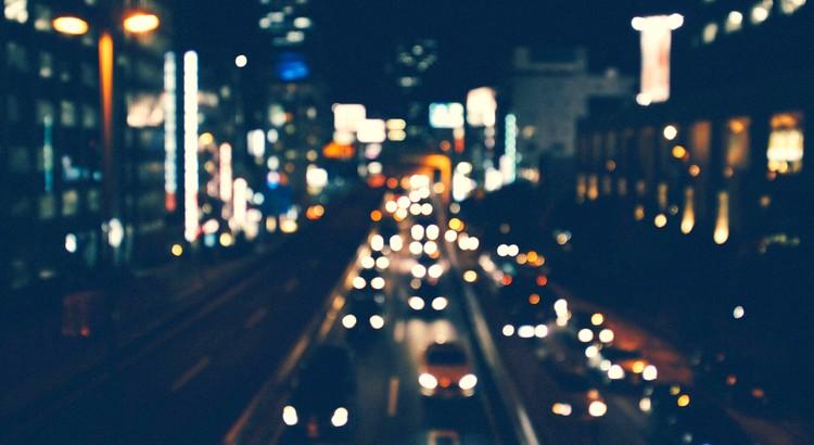Alles ist miteinander verbunden, und hat einen Sinn. Obwohl dieser Sinn meist verborgen bleibt, wissen wir, dass wir unserer wahren Mission auf Erden nah sind, wenn unser Tun von der Energie der Begeisterung durchdrungen ist. - Paulo Coelho