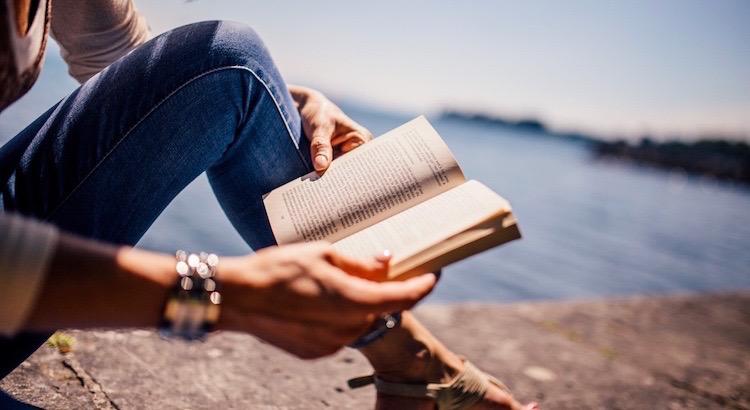 Buch - ein Wort mit vier Buchstaben, aber eine unendliche Wirkung. Wie wohltuend, prägend und wichtig Bücher sind, darüber habe ich mir Gedanken gemacht ...