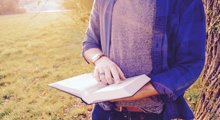 Mit der Zeit merkst du, dass Menschen wie Bücher sind. Einige täuschen dich mit dem Umschlag und einige überraschen dich dann mit dem Inhalt. - Sayid Corleone