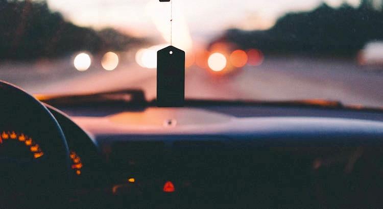 Halte dich von negativen Menschen fern. Sie haben ein Problem für jede Lösung. - Unbekannt