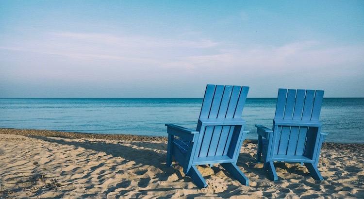 Bevorzuge von Zeit zu Zeiteinen Liegestuhl statt eines Bürostuhls, ein mitreißendes Buch statt des vollen Kalenders,hoffnungsvolle Gedanken statt an Problemen festzuhaltenundsiehe wie kraftvoll du neu starten wirst. - Esragül Schönast