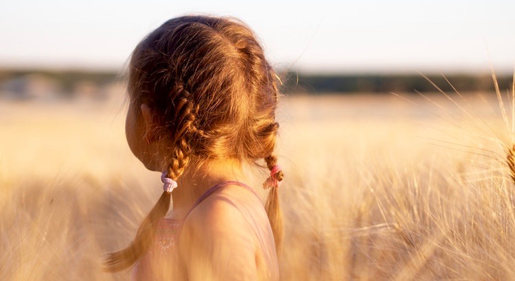 Wie wenig Lärm machen doch die wirklichen Wunder dieser Welt – die Sonne, der Mond, die Sterne, die Bäume, die Blumen, die Kinder, ihr Lächeln - dieses Konzert der kleinen Dinge. - Antoine de St. Exupéry