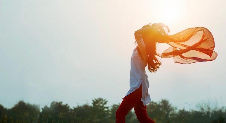 Löse dich von den Gedanken immer kämpfen zu müssen. Denn was gut ist und zu dir gehört, bleibt. Was bei dir sein will, kommt freiwillig. Und was gehen will, geht sowieso. - Unbekannt