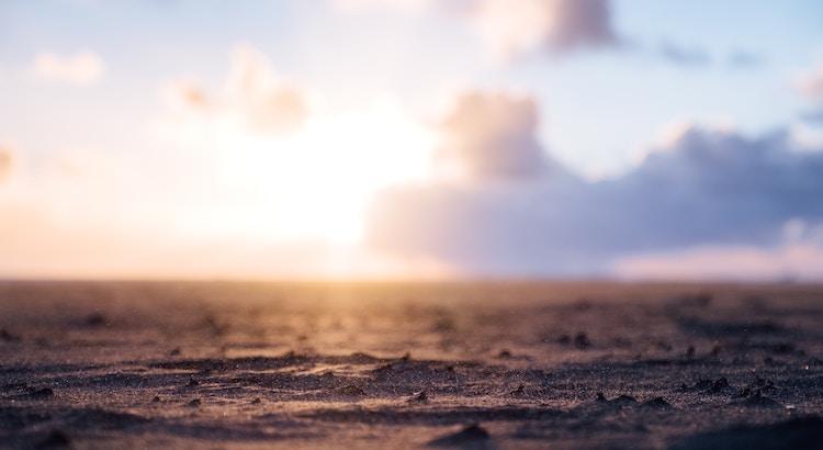 Das Rauschen des Meeres und das Prasseln des Regens sind Melodien für die Seele. - Esragül Schönast