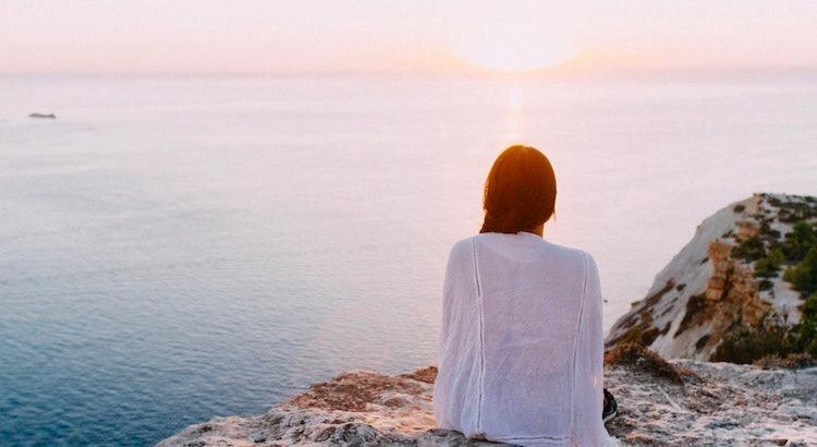 Der Sonnenaufgang flüstert dir leise: In der Dunkelheit sammelst du deine Kräfte und sortierst dich. Danach wird alles hell und ich gebe dir zu erkennen, dass deine Möglichkeiten bis zum Horizont reichen. - Esragül Schönast