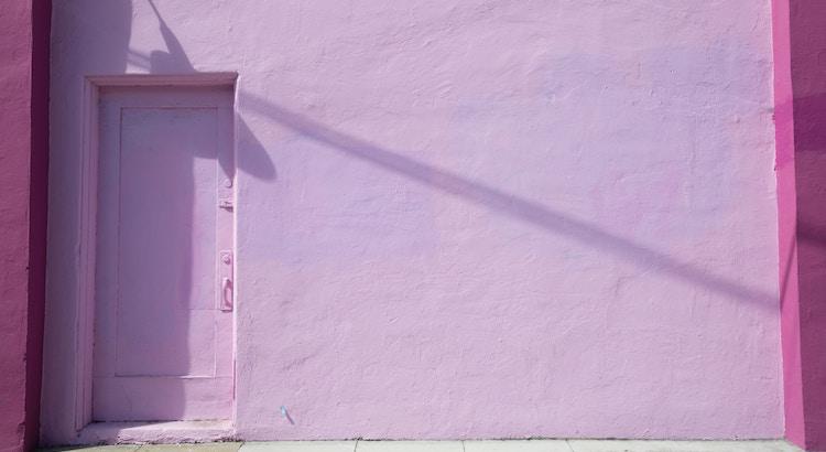 Glück möchte dort eintreten, wo man auch bereit ist, die Tür zu öffnen. Durch ein verschlossenes Tor hat es noch niemand geschafft. - Esragül Schönast
