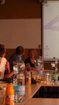 Prof.Dr.Ellen Bos: Vortrag zum politischen System Ungarns und gespanntes Publlikum