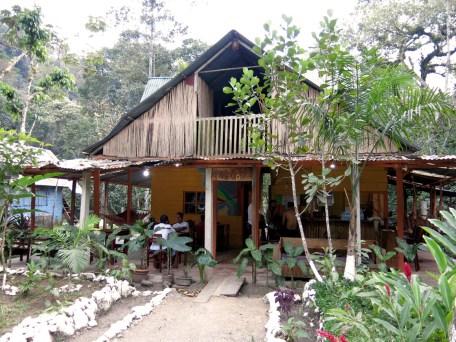 Das Haupthaus des Hostels