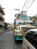 Chicken Bus – ausgemusterte Schulbusse aus den USA in denen ALLES transportiert wird ;)