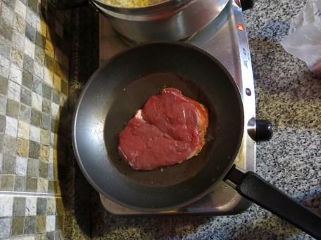 Das erste Stück argentinisches Steak.