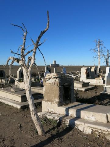 epecuen_cemetery_02