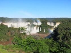 Unser erste Blick auf die Iguazú Wasserfälle