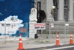 """""""Danger"""", """"Keep out"""", ... das liest man an vielen Gebäuden."""