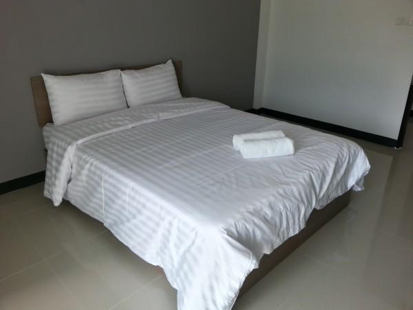 เตียงนอนมีทั้งแบบห้องเตียงเดี่ยวและเตียงคู่ให้เลือก ตามความต้องการของผู้พัก