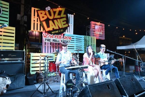 ไอซ์ ธมลวรรณ ในงาน BUZZ Lane เมื่อสัปดาห์ที่แล้ว (ภาพจาก Facebook BUZZ Lane)