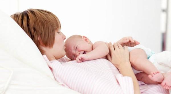 novorozdennii-plachet