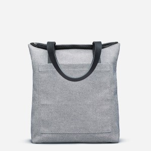 Everlane pocket tote review, a view of the exterior which has a large exterior pocket.