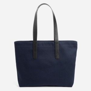 Everlane twill zip tote in navy.