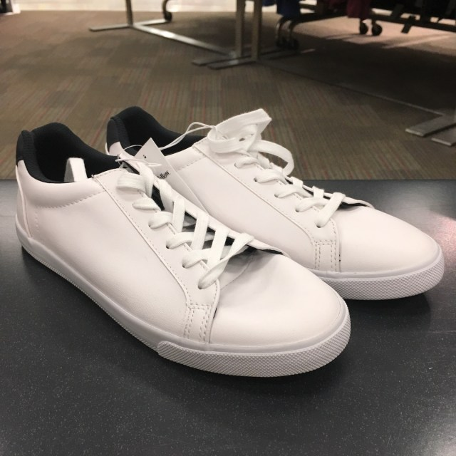 white sneakers with white laces