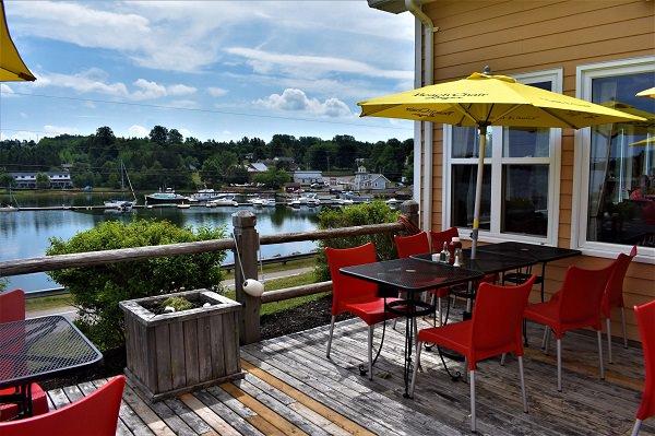 Clam Diggers Restaurant & Beach House Pub