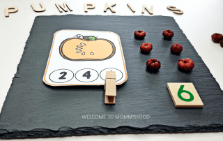 Use these pumpkin number clip cards to create fun and engaging counting activities for your preschoolers this fall! Perfect for Halloween and Thanksgiving activities! #preschoolmathactivities #fallactivities
