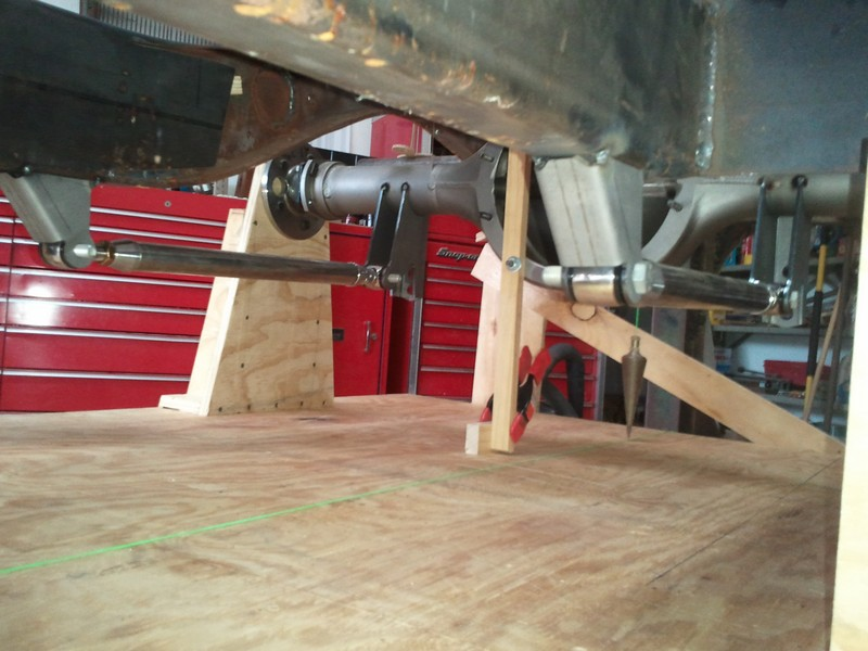 Triangulated four link with the lower frame bracket mounted under the frame rails.