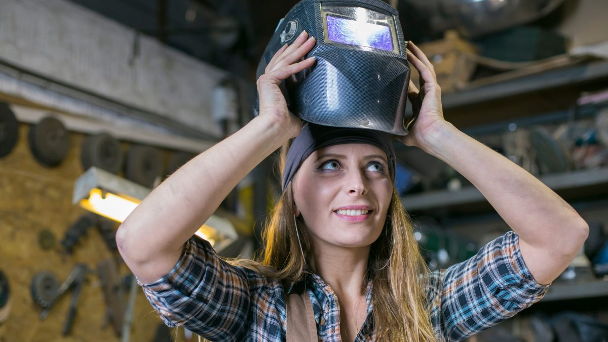 Features To Consider In Auto-darkening Welding Helmets