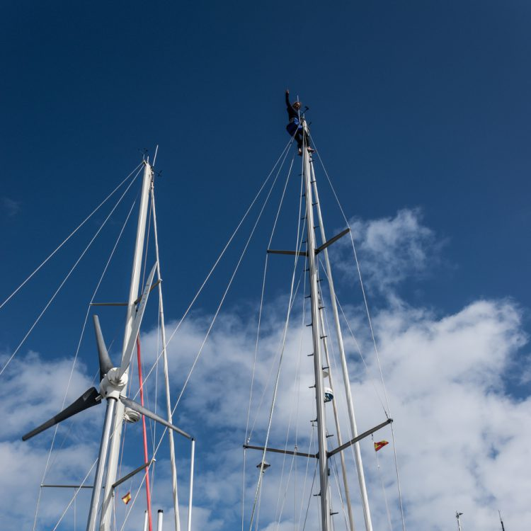 Climbing in the mast of a sailing boat