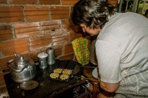 wafels bakken in Paraguay