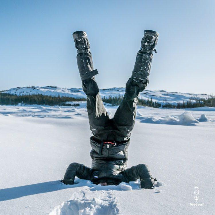 handstand in de sneeuw