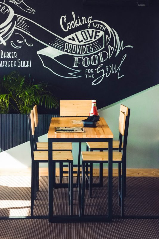 restaurant-table-and-chairs-914388