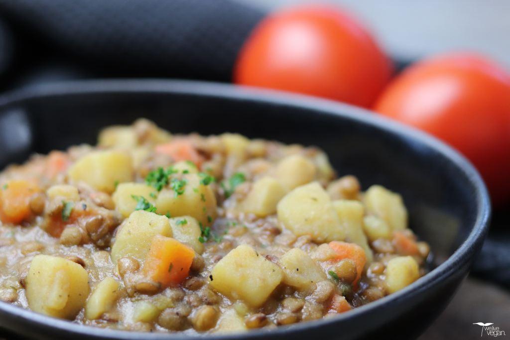 Rezept für veganen Linseneintopf. Gesunde vollwertige Ernährung mit Hülsenfrüchten.