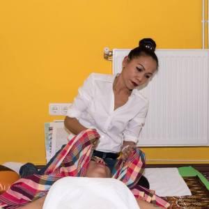 Goldenes Handtuch Massage Dienstleistungen - Beratung Blockadelösung Tok-Sen Thai massieren Heilenergetik .Schmerztherapie Massage. TokSen Massageinstitut Wien 1030 0660 6282771